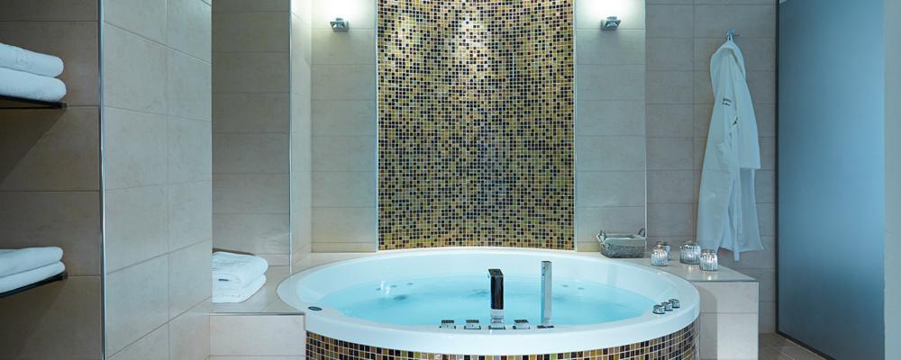 Premier Luxury Mountain Resort honeymoon suite bathroom