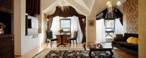 Premier Luxury Mountain Resort honeymoon suite living room